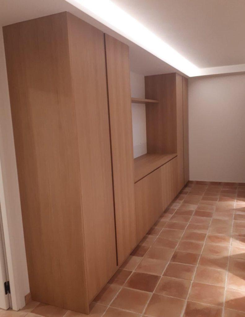 Aménagement d'un couloir en placage chêne