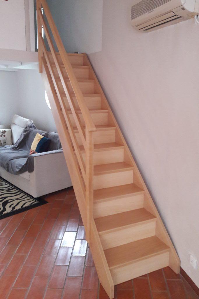 Escalier à marches et contre-marches en hêtre massif